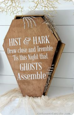 DIY creepy stained coffin tutorial - Halloween Vinyl - thehouseofsmiths.com #Pintowingifts