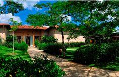 Quando o verde toma conta. Veja: http://casadevalentina.com.br/projetos/detalhes/quando-o-verde-toma-conta-546? #decor #decoracao #interior #design #casa #home #house #idea #ideia #detalhes #details #style #estilo #casadevalentina #plants #plantas #green #verde
