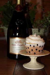 Champagne cupcakes, perfect Oscar Party treat. champagn cupcak, cream pies, engagement parties, party treats, parti treat, birthday parties, wedding cakes, oscar parti, oscar party