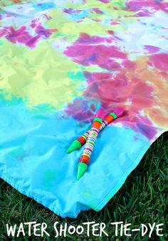 Outdoor Fun with Water Shooter Tie-Dye  #tiedyeyoursummer #tdys