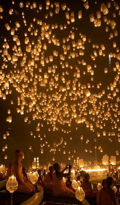 Floating lantern festival in Chiang Mai, Thailand  (by Yang Tee Mon on Flickr)