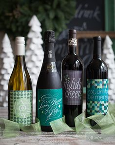 Headed to a holiday open house? Here's the perfect way to spiff up a bottle of wine: free printable holiday bottle labels.