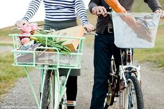 perfect summer picnic, mint green, farmers market, bike rides, bread, bicycl, summer pictures, basket, beach picnic