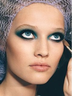 Google Image Result for http://weddings-plaza.com/wp-content/uploads/2010/06/glamorous-makeup-dramatic-eyes-and-highlighted-lips.jpg