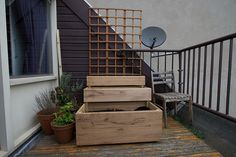 Vegetable garden box perfect for an apartment balcony.
