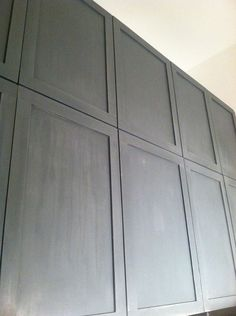 Little Green Notebook: DIY: Shaker Style Cabinets--add molding to flat door fronts