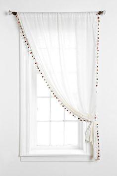 Pom-pom curtain