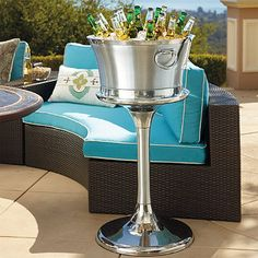 Place this elegant Optima Beverage Tub on any surface without a care. This outdoor serveware ensures maximum cold retention and no condensation.