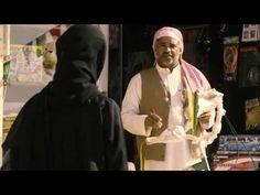 """Trailer de la película """"La bibicleta verde"""", que narra la historia de Wadjda, una niña de 10 años saudí. Allí, las mujeres són un cero a la izquierda, van cubiertas de pies a cabeza y está mal visto que las niñas jueguen con niños. Wadjda cruza los límites de lo que está prohibido para el sexo femenino en su país, como montar en bicicleta, que está considerado un peligro para la dignidad y el honor de una chica. Aún así, Wadjda luchará por conseguir su bicicleta."""