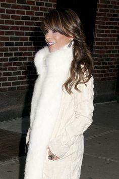 Paula Abduls long, wavy hairstyle