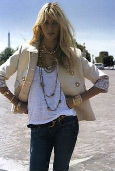 white tee and cute jacket: keep it simple and accessorise more