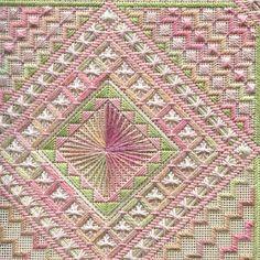 Two-Handed Stitcher needlepoint stitch, cross stitch, amo bordar, twohand stitcher, canva work, plastic canva