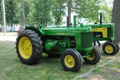 John Deere Model R Diesel & a 630 The R is a 2-cylinder liquid-cooled 415.5 ci  [6.8 L]  This is a huge engine!