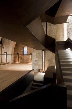 Sculptural staircase gallery. Torre di Porta Nuova - Arsenale di Venezia, by MAP STUDIO