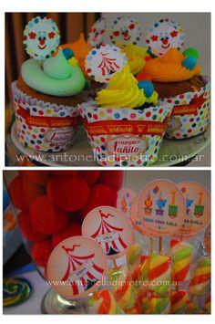 Cupcakes y golosinas. Sweet. Circus cupcakes. Circus party http://antonelladipietro.com.ar/blog/2012/06/el-circo-de-los-trillis/