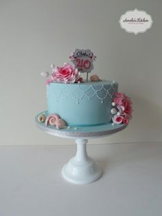 Seashells and roses! - by Helen Ward @ CakesDecor.com - cake decorating website