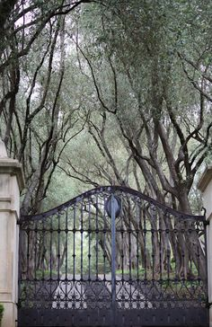 1.  http://linenandlavender.blogspot.com/2012/05/welcome-to-my-world.html