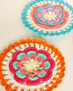 Awesome wall hanging idea ... crochet plates!