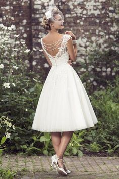 2016 V Neck Lace Bodice Tea Length A-line Lace Bodice Short Tulle Wedding Dress???