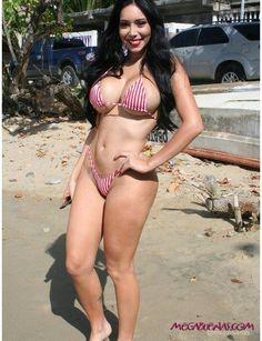 http://megabuenas.com/las-fotos-sexys-que-no-viste-de-carolina-petkoff-fotos/