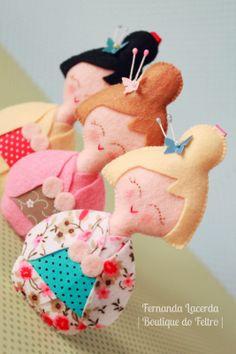 Aprenda a fazer estas lindas Japinhas em feltro assistindo à Vídeo Aula que preparei com muito carinho pra vocês! Acesse e confira: http://www.boutiquedofeltro.com/2000/01/06-de-janeiro-de-2014-video-aula.html boutiqu