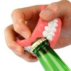 """""""Normalnymi"""" zębami radzimy nie próbować :)"""