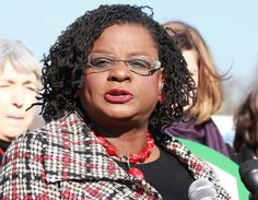 Sisterlocks on a politician! Great look Gwen! (Rep. Gwen Moore: D-WI)