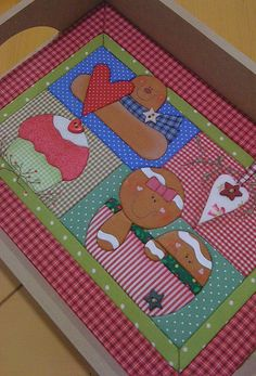 Bandeja Natal. Great gift idea. Make mug rugs to fit into try for storage or just to use one as a tray liner.