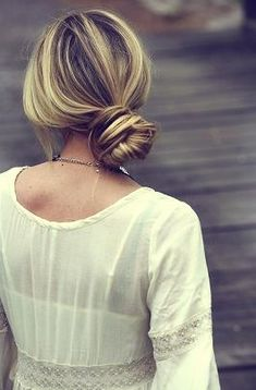 loose bun, a great style for a casual event!