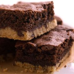 Make these fudgy Shortbread Brownies in about an hour! More blissful brownie recipes:  http://www.bhg.com/recipes/desserts/chocolate/brownies-and-bars/chocolate-brownie-recipes/?socsrc=bhgpin072213shorbreadbrownies=22