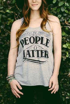 People Matter. || A powerful motto on a gray racerback tank. Love her fedora!