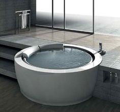 The new round bath-tub from Hafro