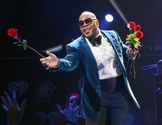 "Flo Rida gives the ladies a ""Good Feeling""�by passing out red roses during a performance at KIIS-FM's Jingle Ball on Dec. 2 in Dallas"