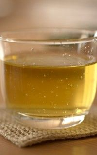 Green Tea Hair Mask: This homemade hair mask is very effective for stimulating healthy hair growth if you suffer from thinning hair and hair loss. INGREDIENTS = 2 tablespoons fresh green tea (strong), 1 tablespoon mustard powder , 1 egg yolk