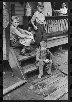 Children in abandoned mining town, Jere, WV, 1938. Library of Congress.