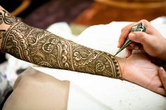 I love ornate mehndi designs like this. Perfect for any Hindu bride <3