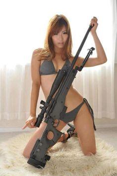 Chicas sexy con pistolas