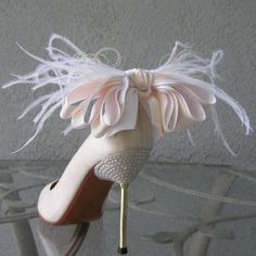 Bridal Shoe Clips Ivory And White Bow And by Chuletindesigns, $40.00 fashion shoes, wedding shoes, girl fashion, heel, shoe clips, bow, girls shoes, feather, bridal shoes