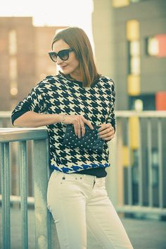 Houndstooth, white jeans and studded clutch - outfit for lunch out. Click for more. #streetstyle #agjeans #studs