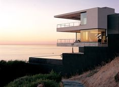 St Leon 10 Residence in Bantry Bay, Cape Town by the team at SAOTA, Stefan Antoni Olmesdahl Truen Architects, and Antoni Associates.