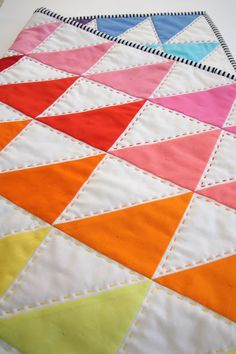 rainbow triangles + hand quilting + striped binding = gorgeous....love this!
