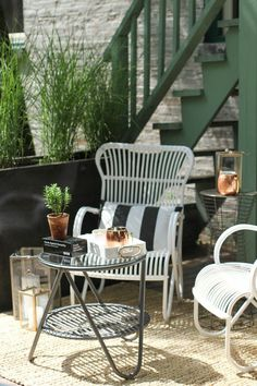How to Style an Outdoor Space #theeverygirl #style #living #lounge #summer