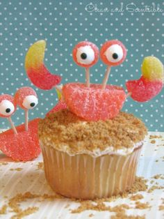 These #crab cupcakes are cute! Perfect for an Under the Sea Party! crab dinner, crab cakes, crab cupcakes, birthday parties, cake mixes, sea, mini cakes, kid parties, kid cake
