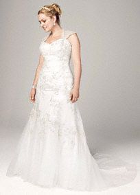 David's Bridal Collection Tulle Over Satin Cap Sleeve Trumpet Gown. Style 9WG3640 #davidsbridal #weddingdresses