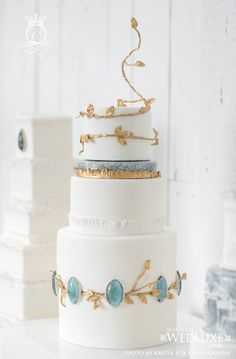 Delicately designed cake accented with blue & gold <3
