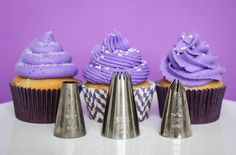 Frosting Cupcakes 101 - Awesome tutorial with videos from Make.Bake.Celebrate on the basics of frosting fancy cupcakes! Love this.