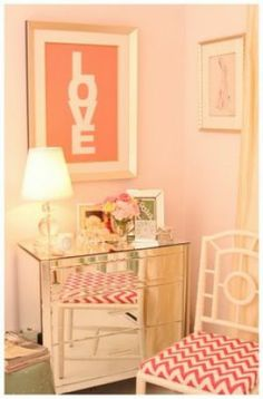 Boudoir pour Saint Valentin. decor, little girls, chair, mirrored furniture, color, pink rooms, little girl rooms, pink bedrooms, frou frou