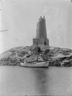 Unidentified lighthouse on the coast of Norway by Fylkesarkivet i Sogn og Fjordane, via Flickr