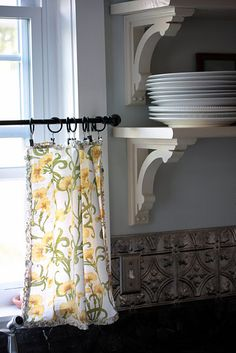 Cloth napkins as curtains.  You dont have to do anything except hook them to the clips!!  How neat.  flowerpatchfarmgirl.blogspot.com