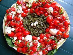 Festive Caprese Salad Wreath